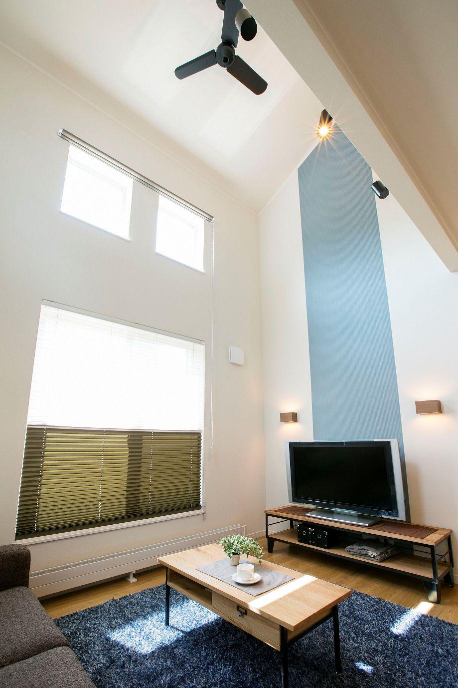 ハウスM21「新発想、中2階へ下りる主寝室」リビング写真