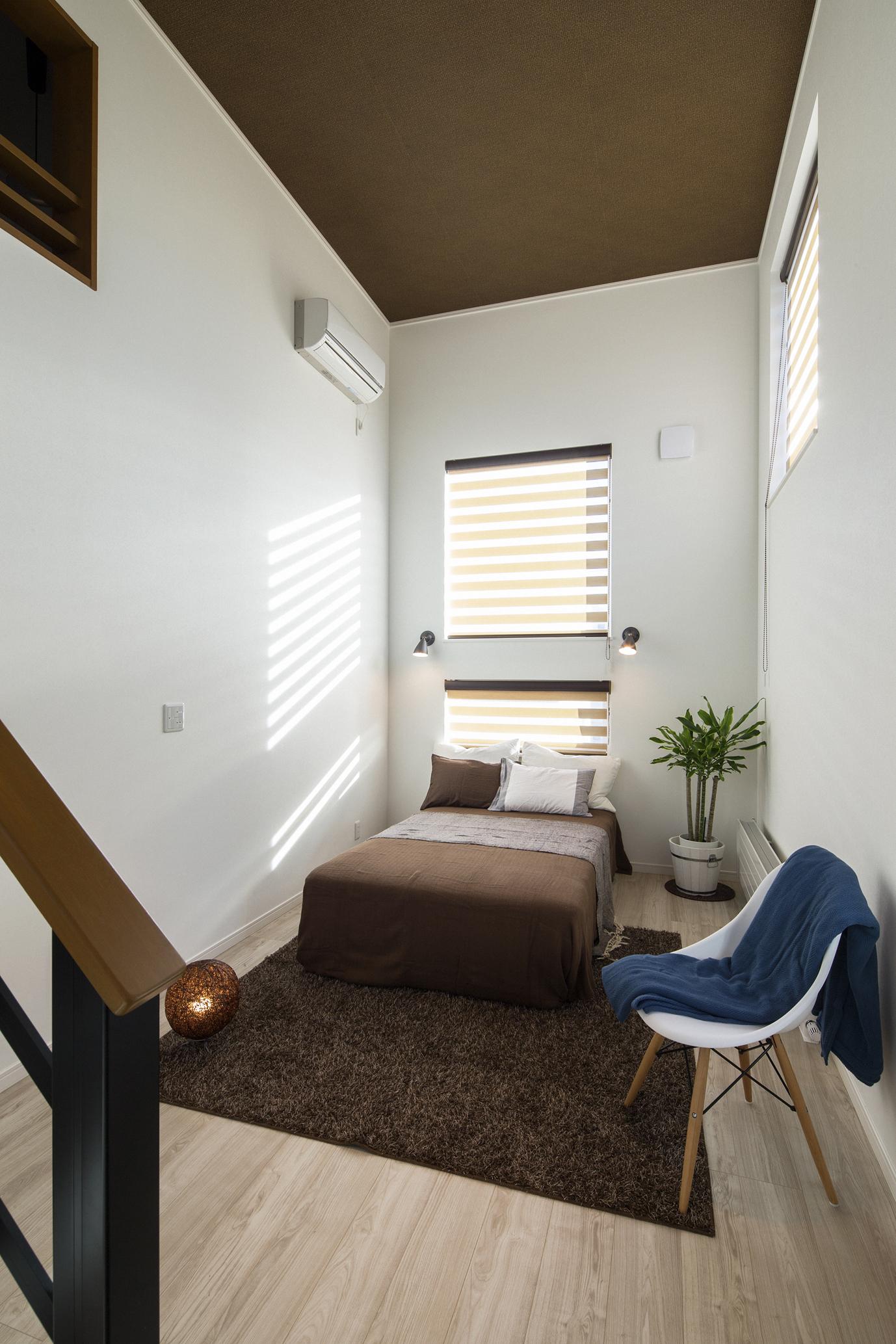 ハウスM21「新発想、中2階へ下りる主寝室」寝室写真