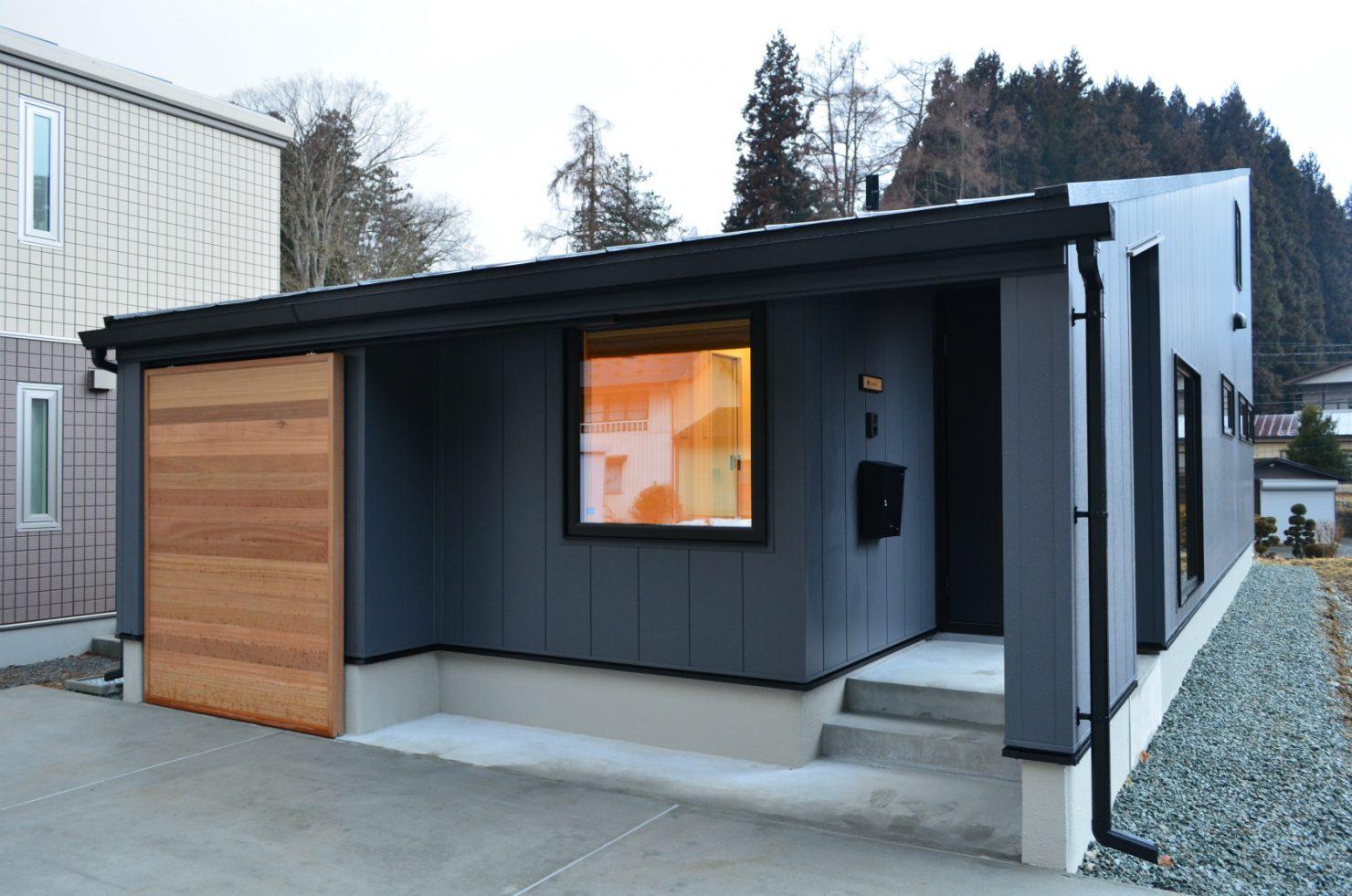 ハウスM21+archi「バイクガレージのある平屋」外観写真