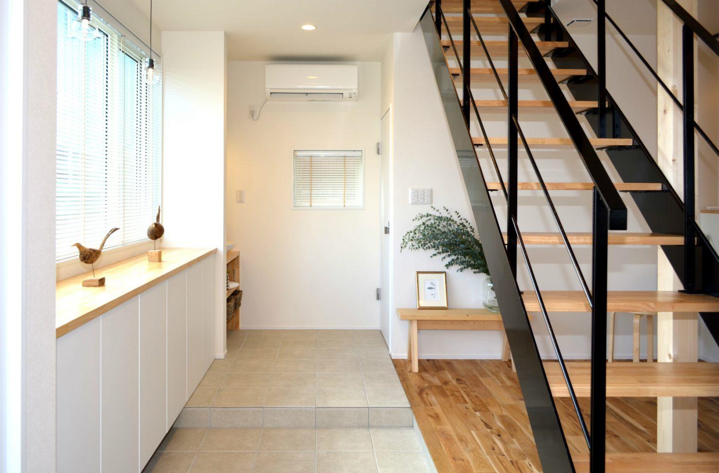 ハウスM21+archi「その場所にふさわしいカタチで佇む住まい」玄関写真