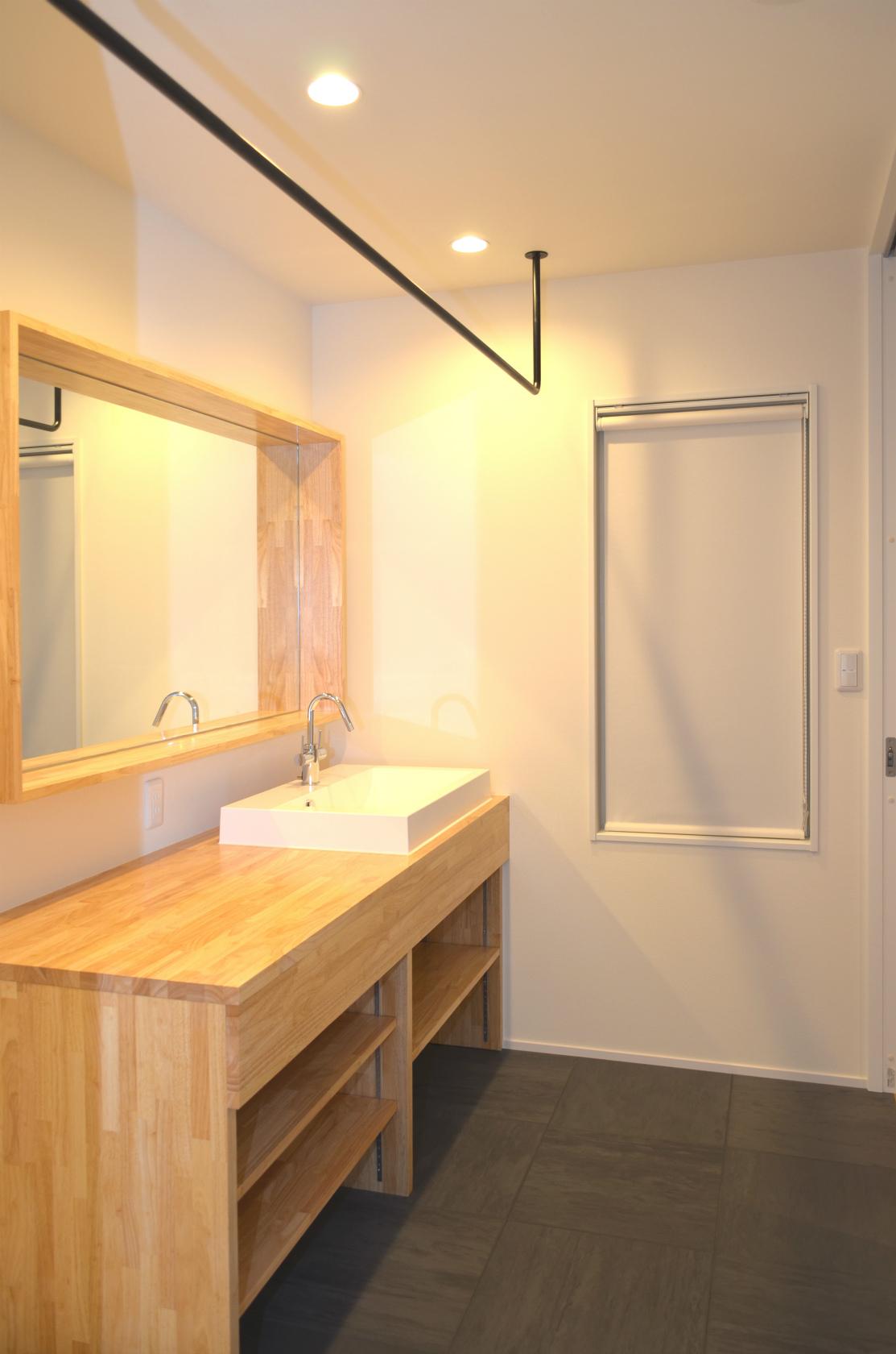 ハウスM21+archi「その場所にふさわしいカタチで佇む住まい」洗面写真