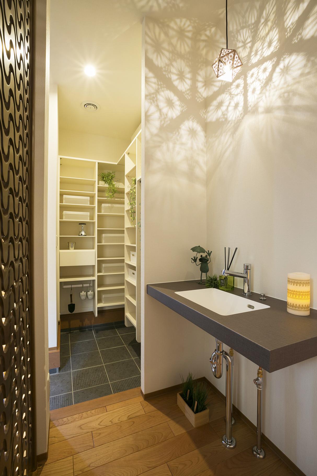 ハウスM21「豊かさと快適さの追求」玄関手洗い写真