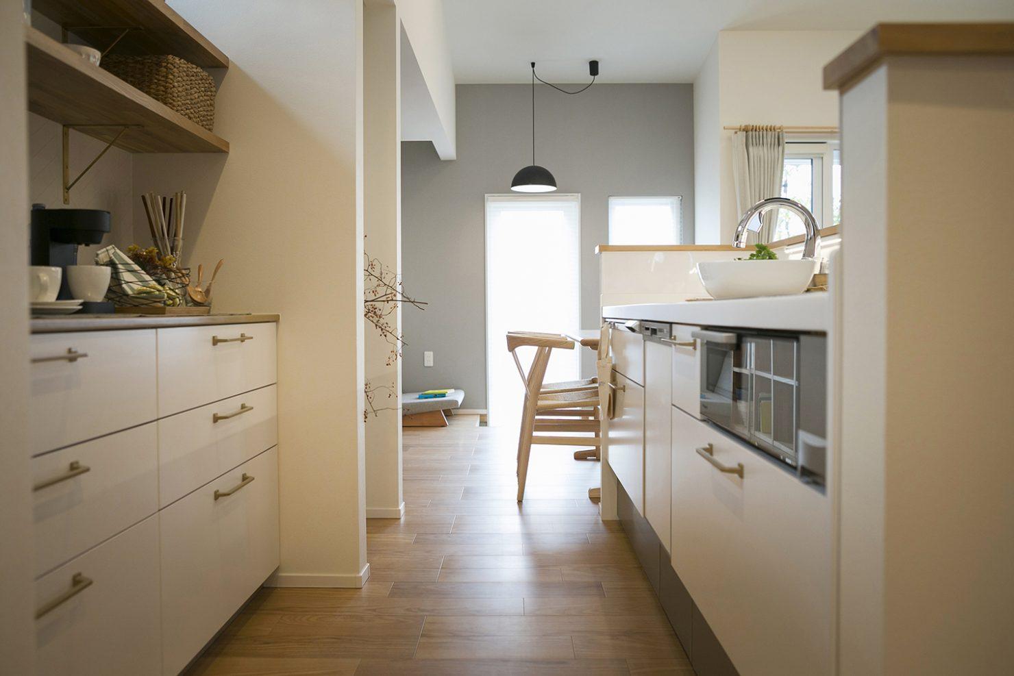 「時代に即した新たな形の「平屋」空間」キッチン写真
