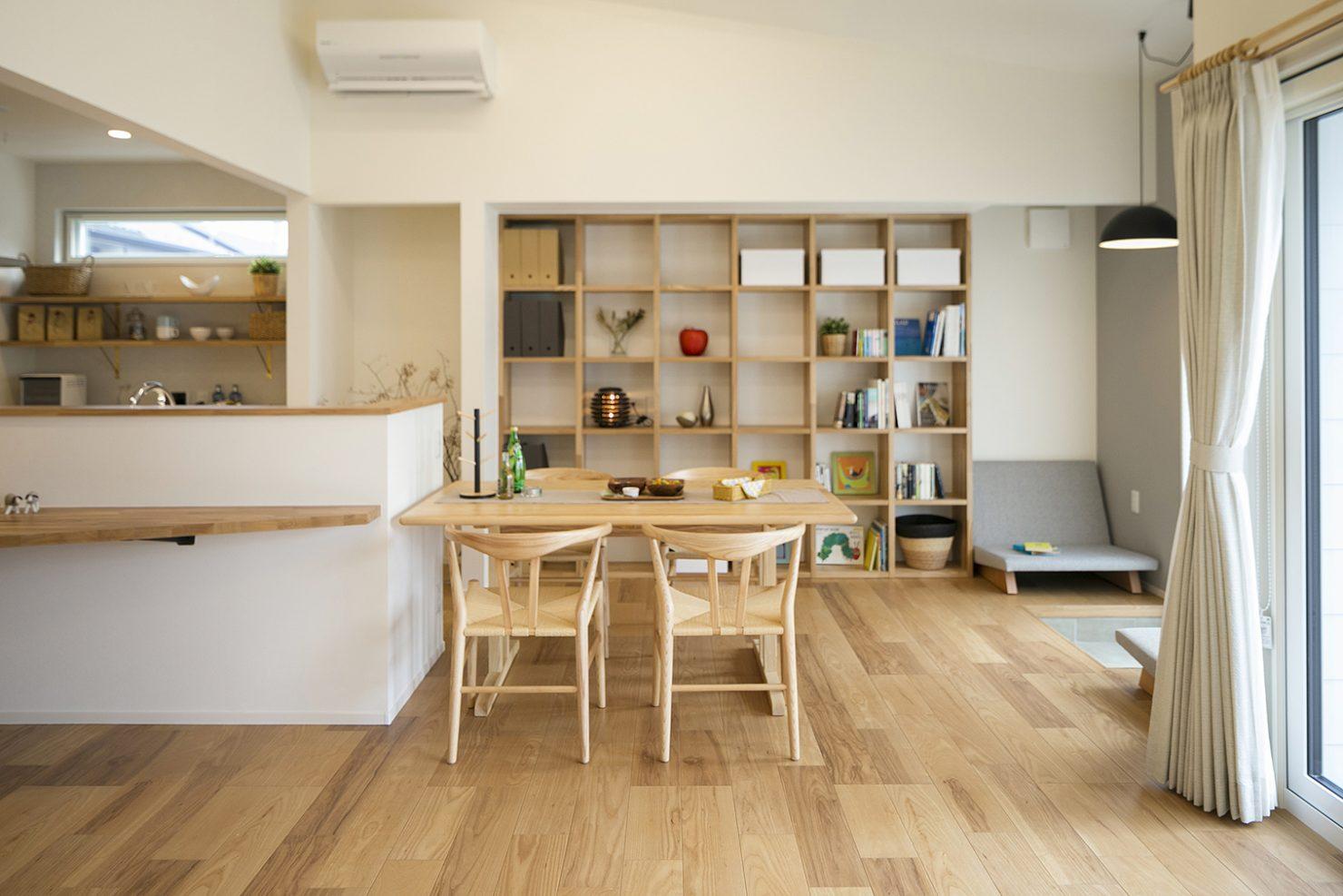 ハウスM21「時代に即した新たな形の「平屋」空間」ダイニング写真