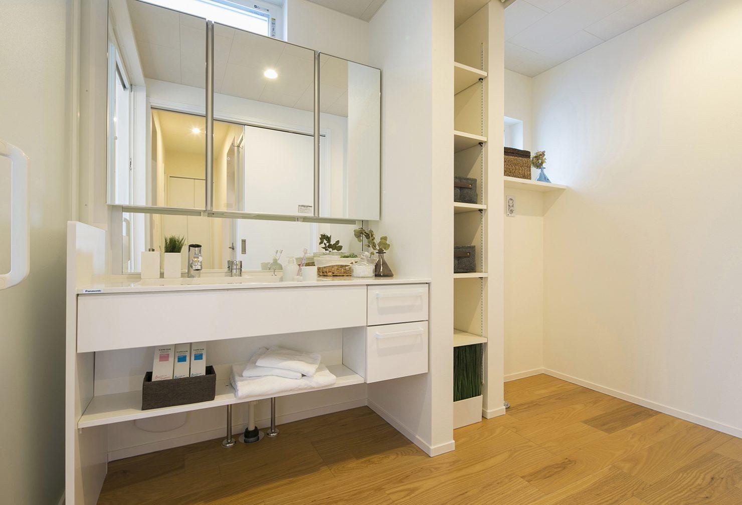 ハウスM21「時代に即した新たな形の「平屋」空間」1F洗面写真