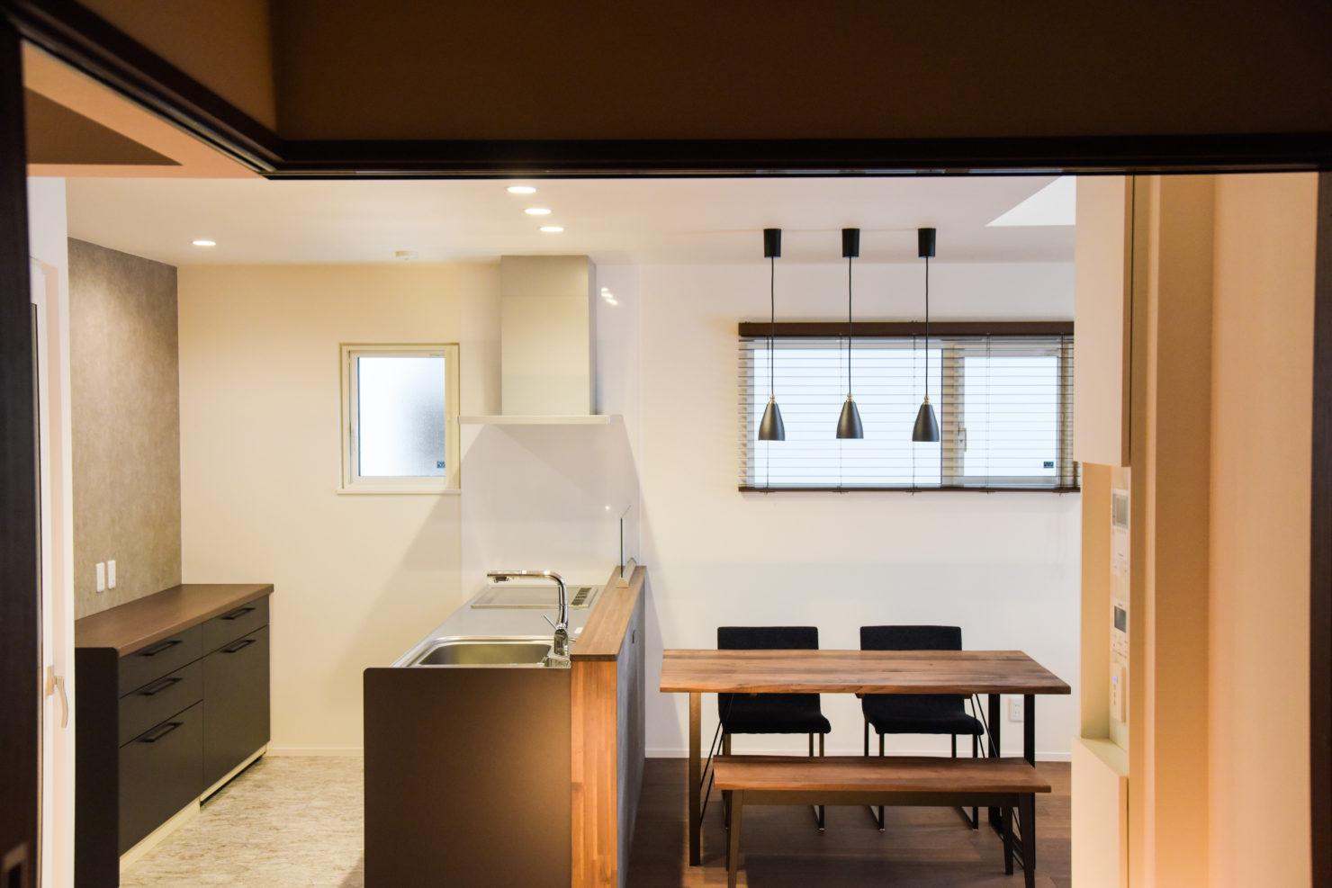 ハウスM21「仲間が集う場所」ダイニングキッチン写真