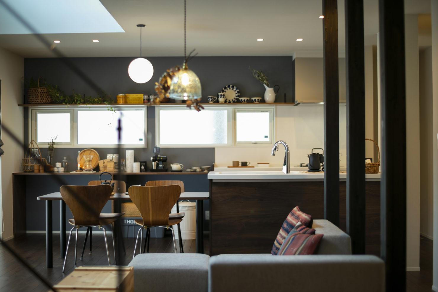 ハウスM21+archi「周囲と調和する個性的な住まい」キッチン写真