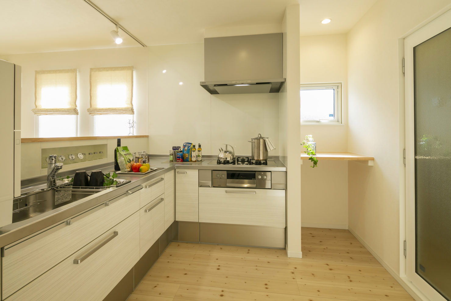 ハウスM21「朝・夕のゆとりを生む家事動線」キッチン写真