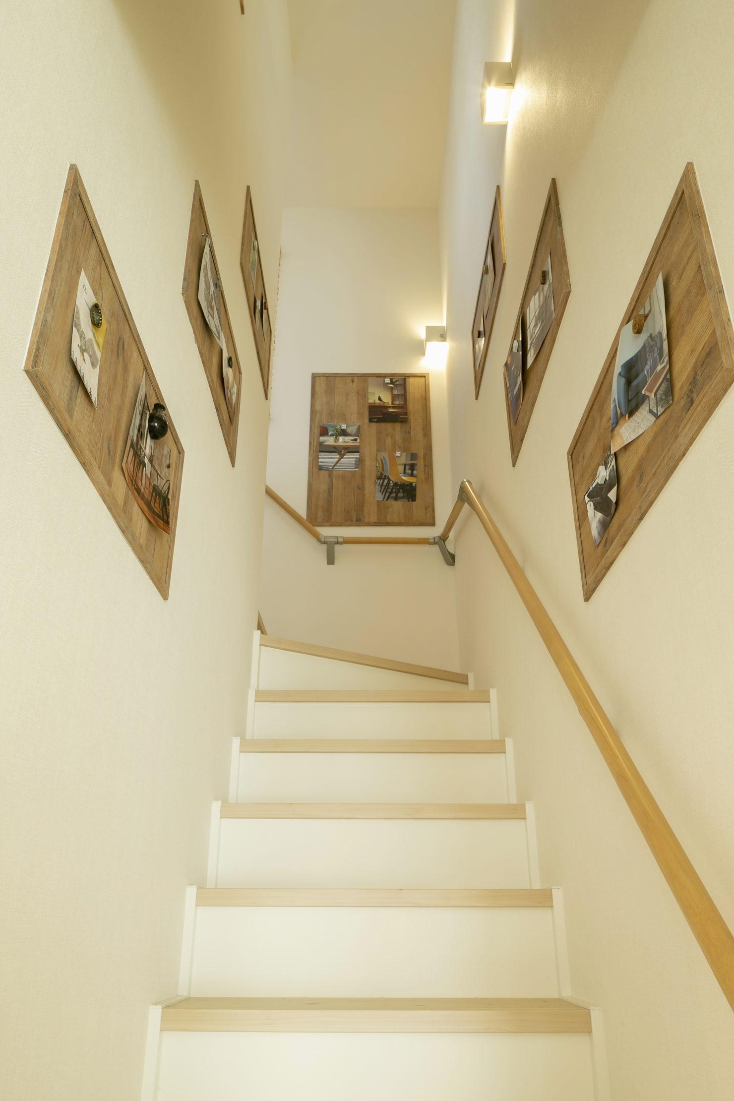 ハウスM21「朝・夕のゆとりを生む家事動線」階段写真