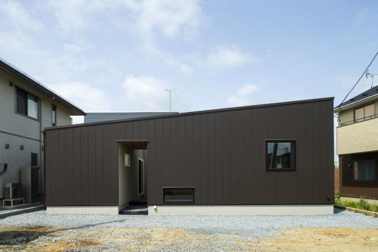 ハウスM21+archi「中庭を眺めながらゆったりと過ごせる家」外観写真