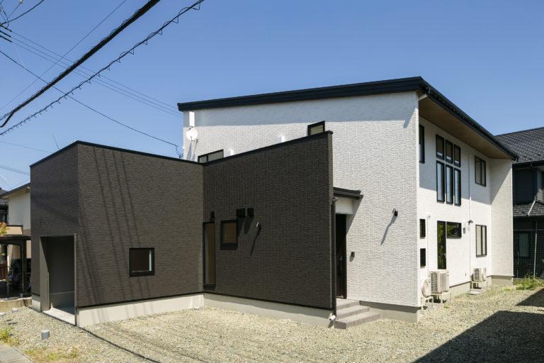 ハウスM21「3世代で快適に暮らすインナーガレージ併設住宅」外観写真