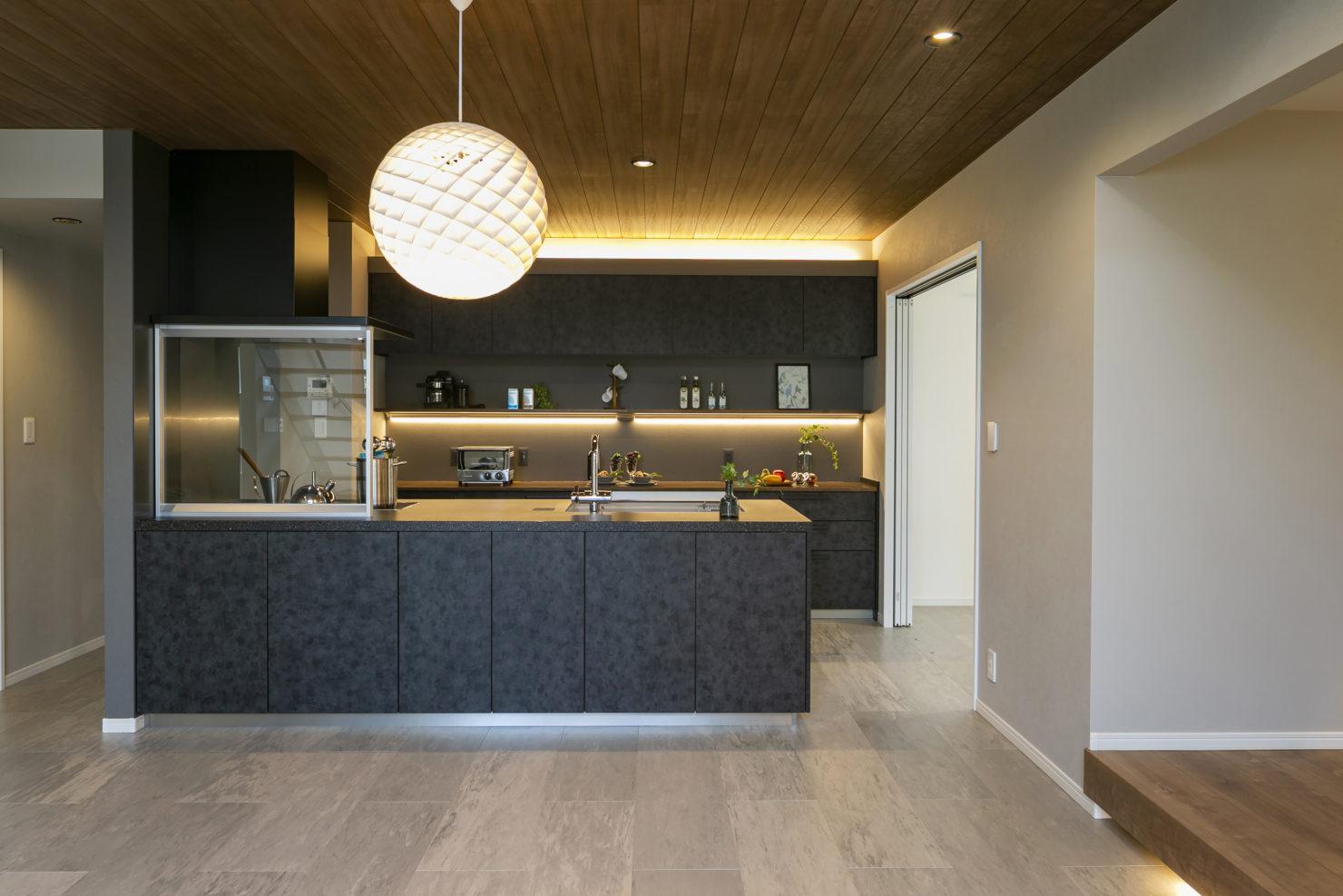 ハウスM21「3世代で快適に暮らすインナーガレージ併設住宅」キッチン写真