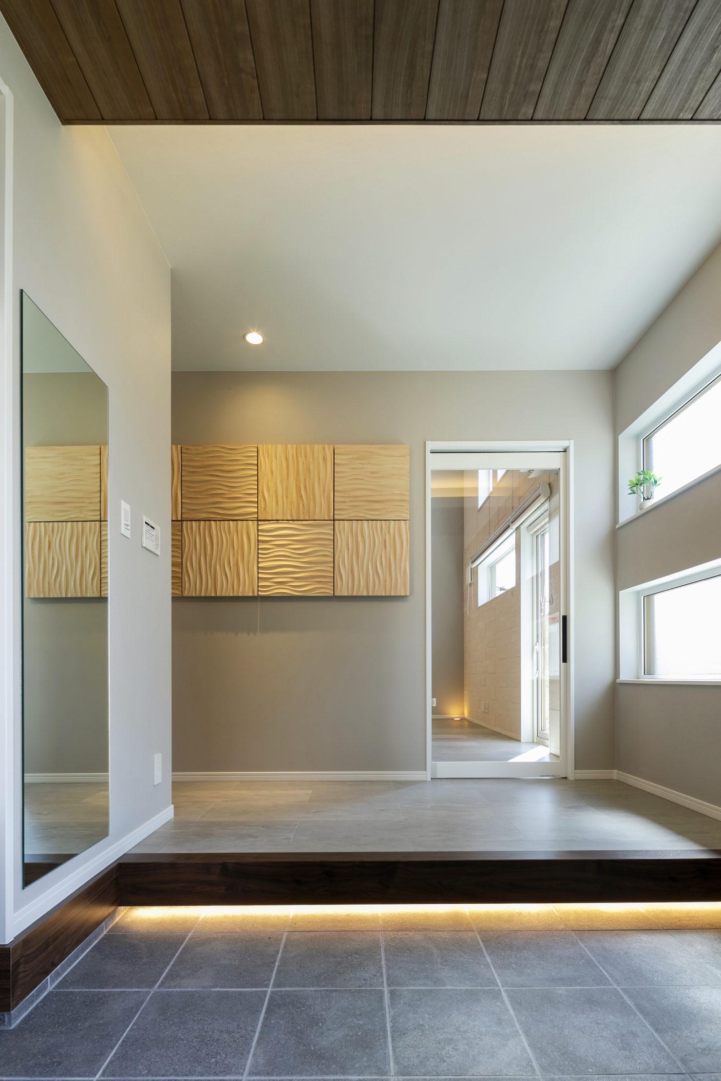 ハウスM21「3世代で快適に暮らすインナーガレージ併設住宅」玄関写真
