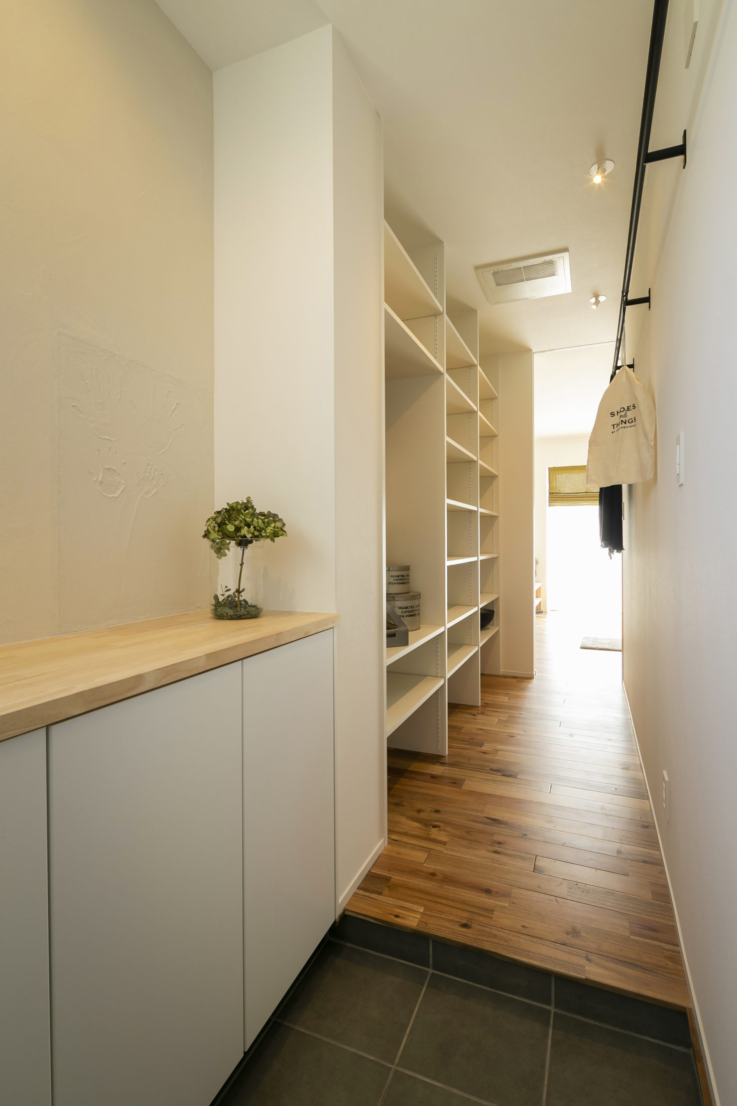 ハウスM21+archi「周囲との関係性・持続性のあるデザイン」玄関写真
