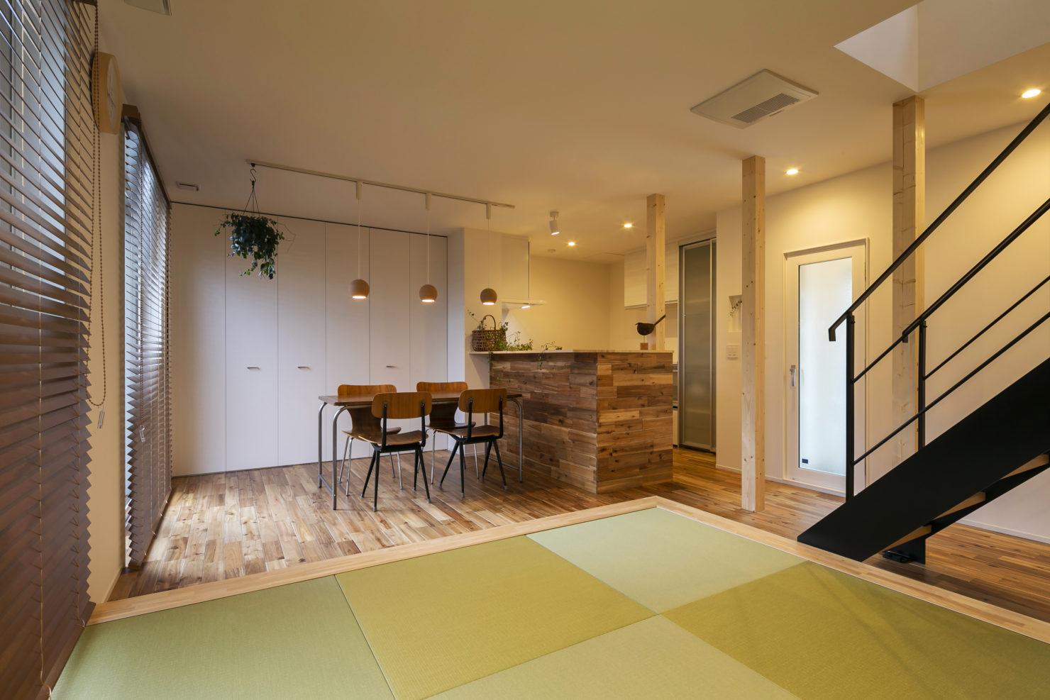 ハウスM21+archi「普段の生活で使いやすく、かつ広く見える工夫を」リビングダイニング写真