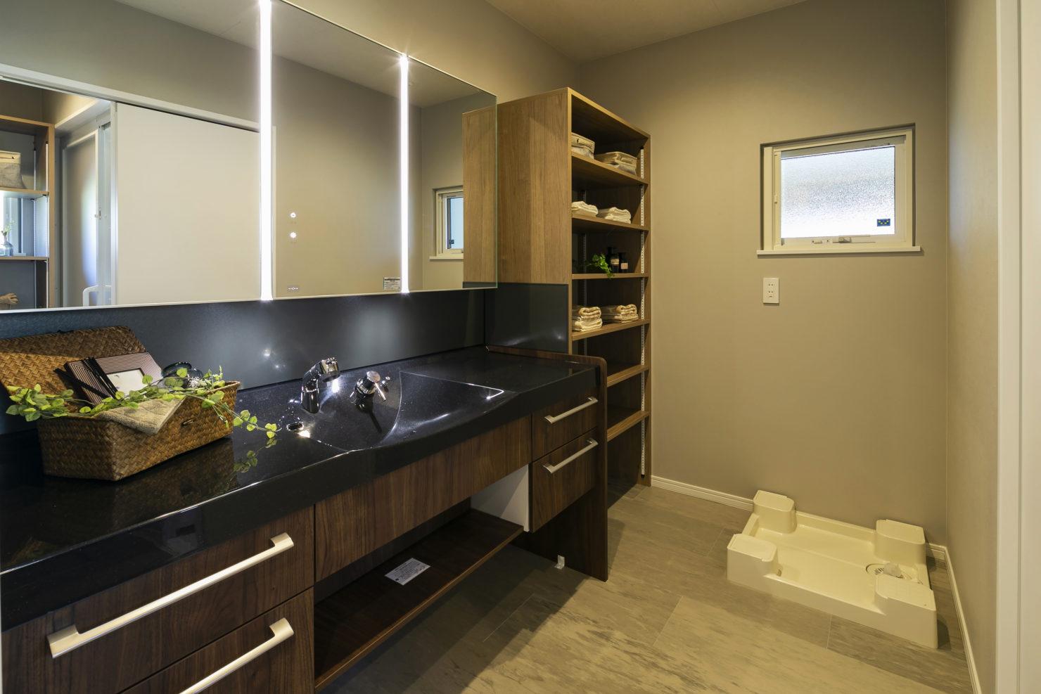 ハウスM21「3世代で快適に暮らすインナーガレージ併設住宅」洗面写真