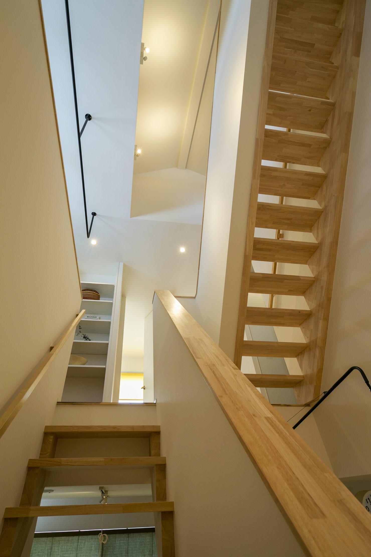 ハウスM21+archi「周囲との関係性・持続性のあるデザイン」階段写真