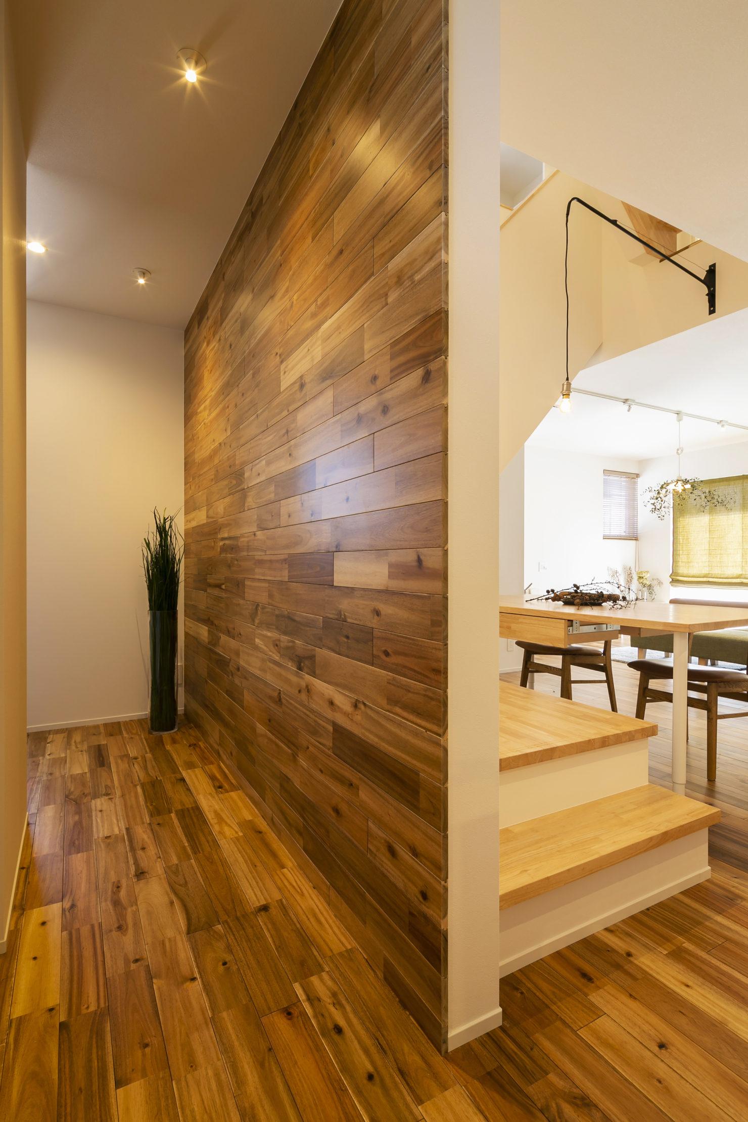 ハウスM21+archi「周囲との関係性・持続性のあるデザイン」玄関ホール写真