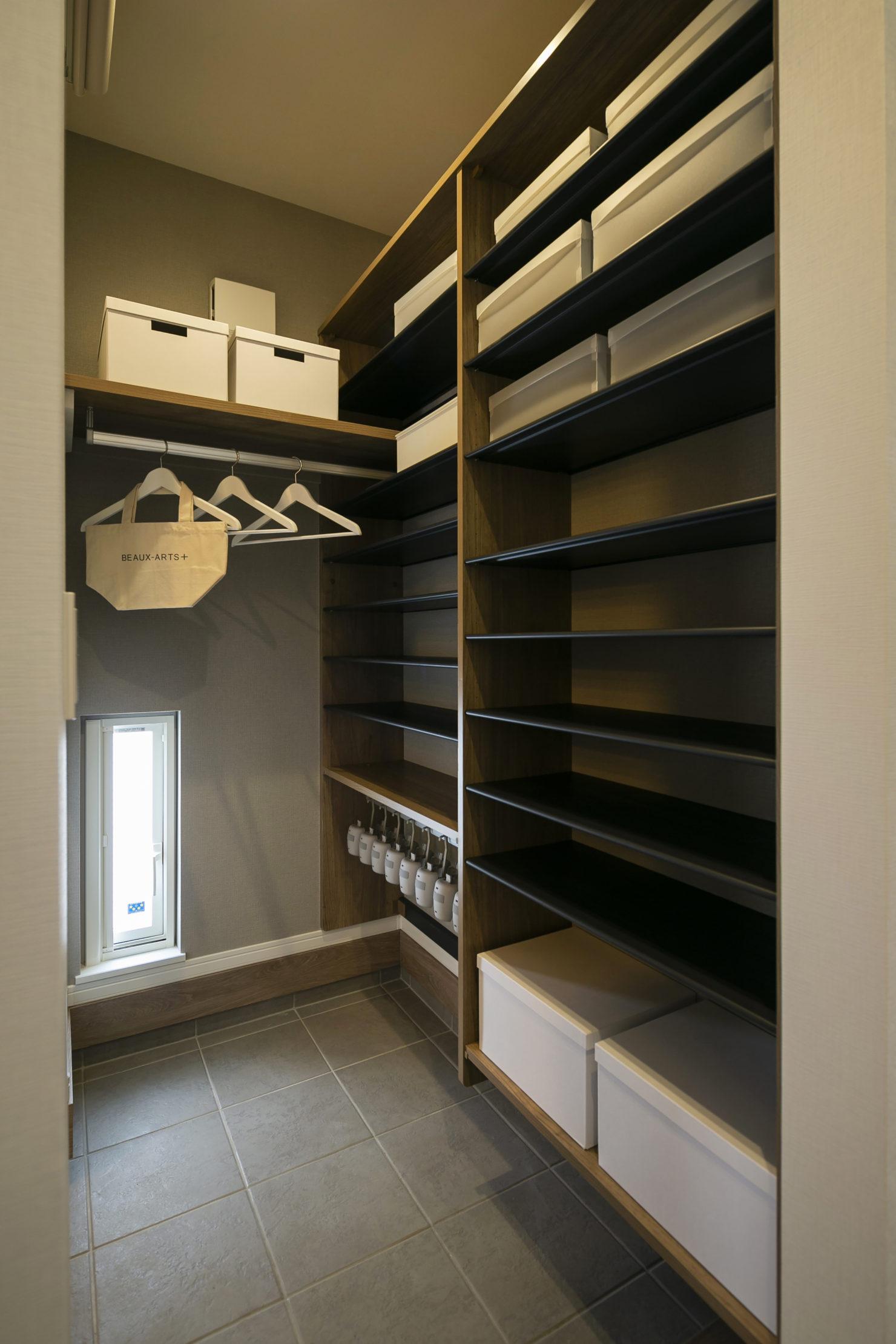 ハウスM21「各階で完結する収納計画が時間のゆとりをもたらす」玄関収納写真