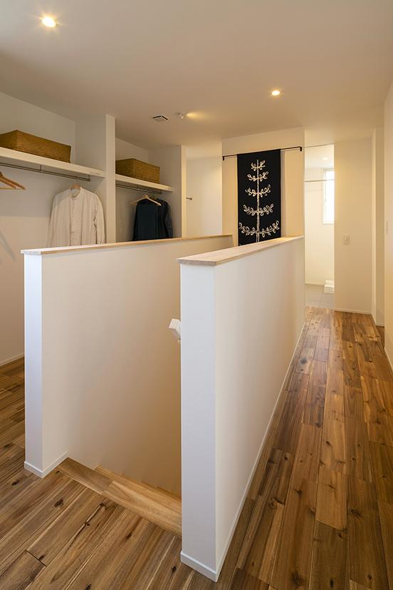 ハウスM21+archi「感性を大切にした住まい」階段ホール写真