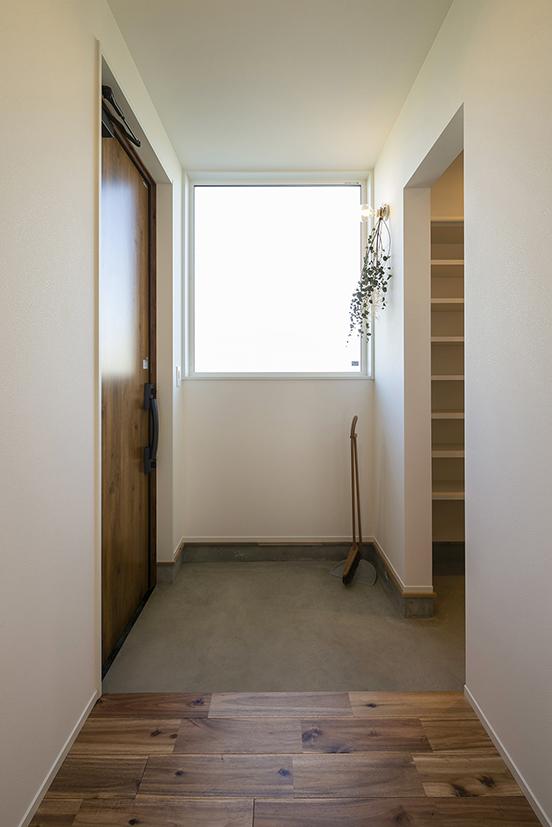 ハウスM21+archi「感性を大切にした住まい」玄関写真